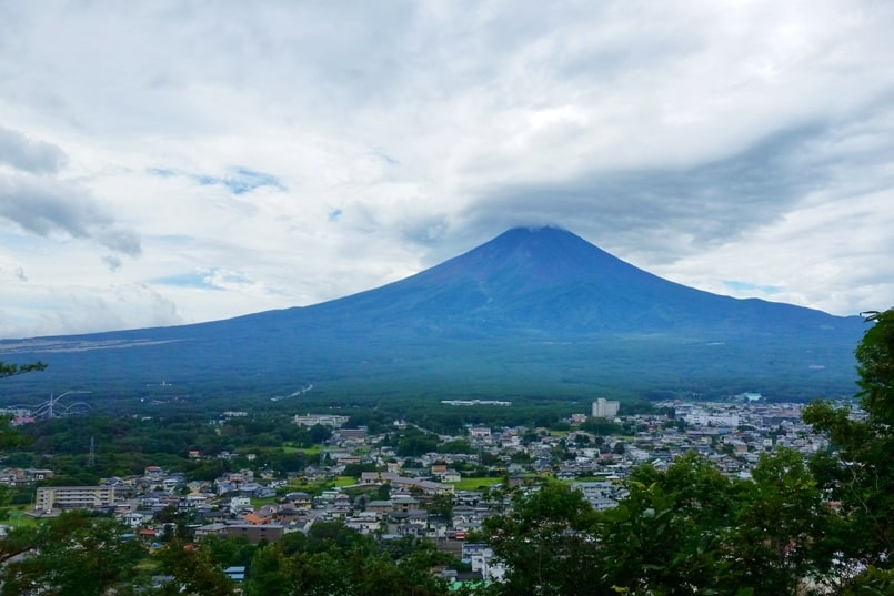 Mount Tenjo hike with Mt Fuji views. Kawaguchiko, Fuji Five Lakes. Best hiking trails in Japan. Backpacking Japan