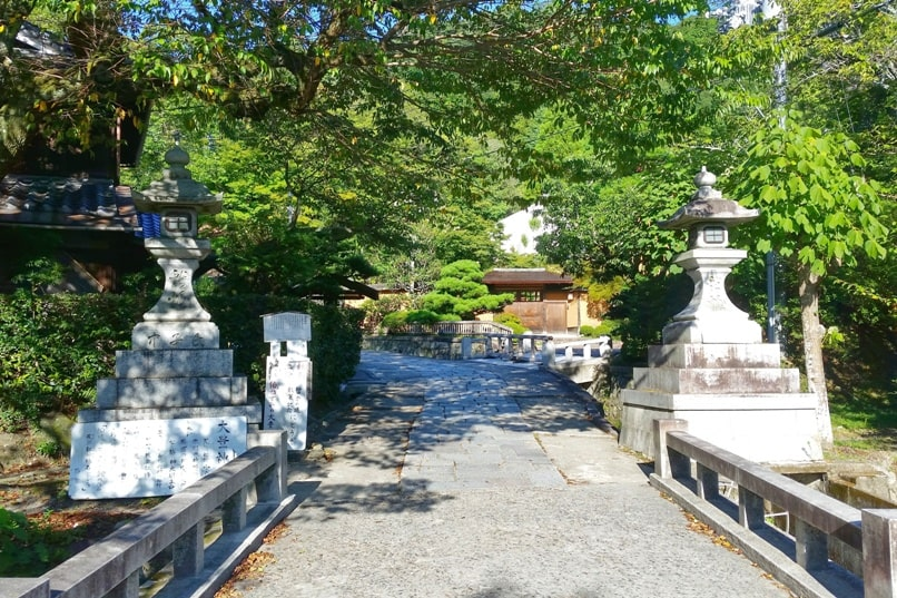 Philosopher's path walk - path of philosophy aka testugaku no michi, with small shrines and temples on side streets - places to visit. Backpacking Kyoto Japan