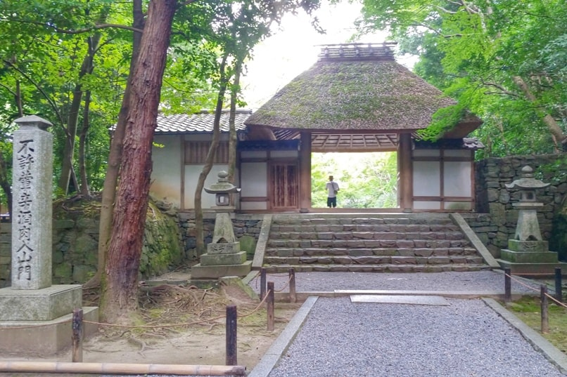 Philosopher's path walk - small temples to visit - honen-in temple. Backpacking Kyoto Japan