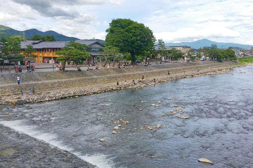 Views from Togetsukyo bridge. Kimono rental in kyoto. One day in Arashiyama and Sagano. Backpacking Kyoto Japan