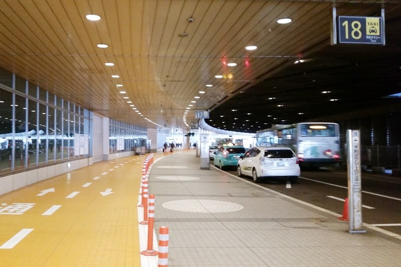 Sapporo Chitose Airport to Niseko bus - taxi location at airport. Backpacking Hokkaido Japan winter ski and snowboarding