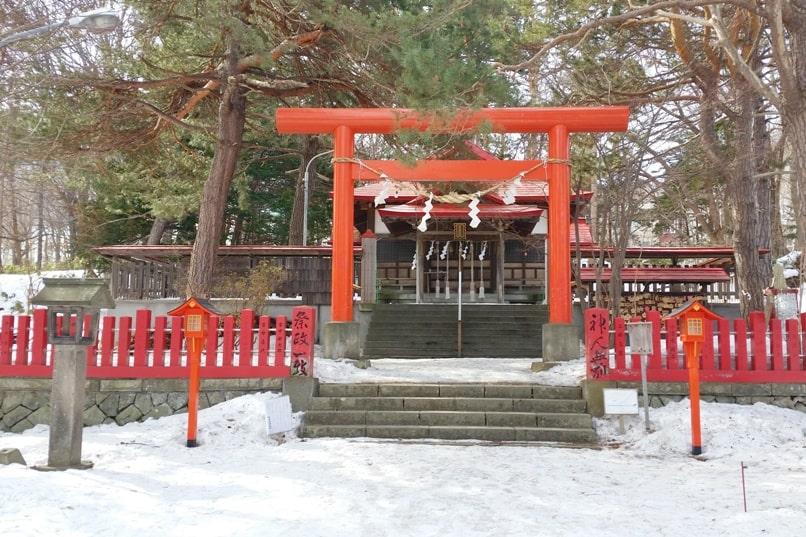 Sapporo fushimi inari shrine jinja. Backpacking Hokkaido Japan