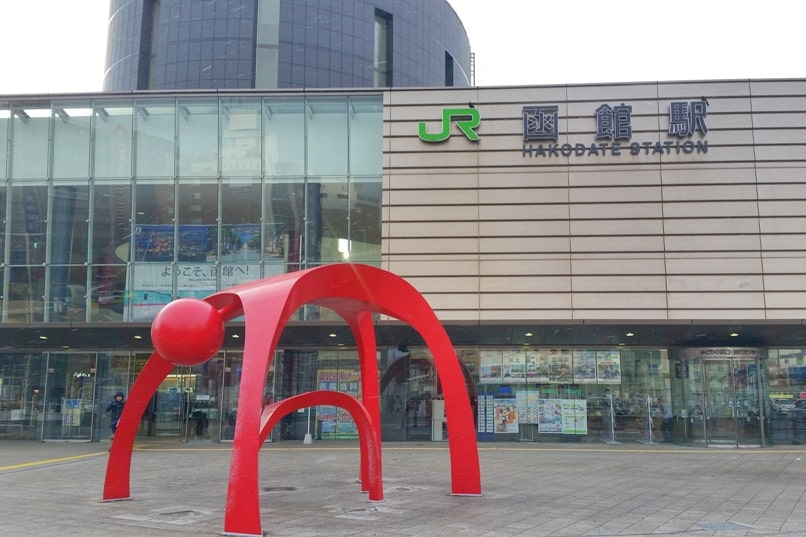 Small town hostel Hakodate - how to get there by tram - jr hakodate station to small town hostel - hotels near hakodate station. Backpacking Hokkaido Japan