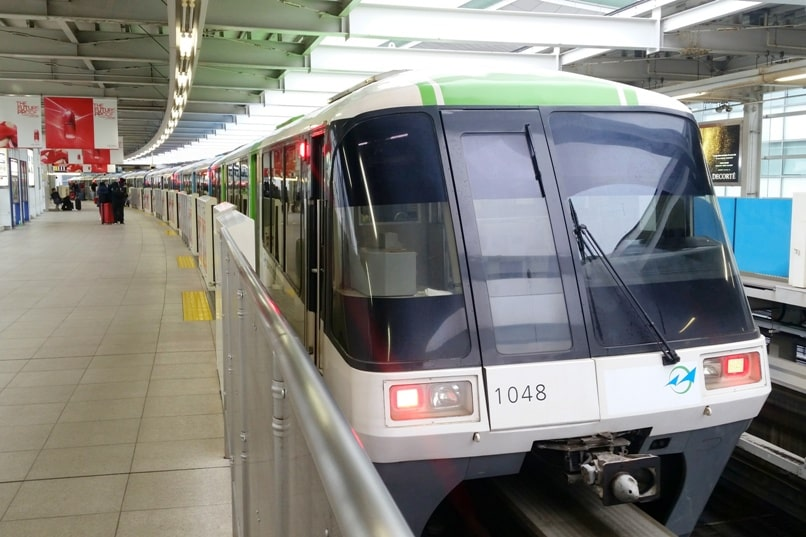Suica card for haneda airport to tokyo train (to tokyo station, to shinjuku, to shibuya). first monorail train. - Backpacking Tokyo Japan