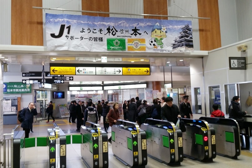 Hakuba to matsumoto train station exit to matsumoto castle, bus station, or japan alps. Backpacking Nagano Japan