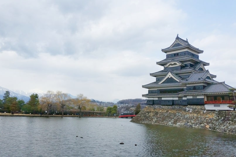 Hakuba to matsumoto train. matsumoto station to matsumoto castle. Backpacking Nagano Japan