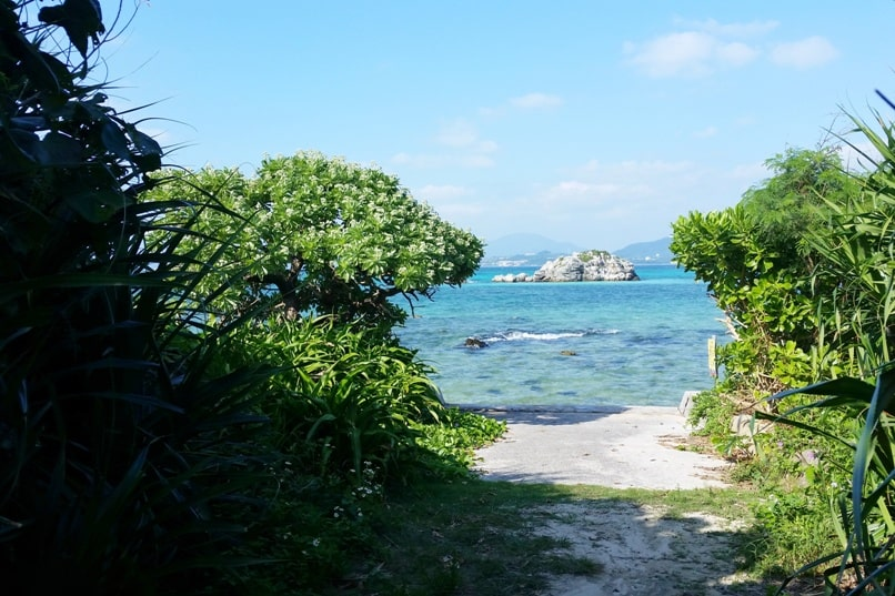Backpacking Ishigaki Okinawa travel guide: Taketomi island day trip - mirashi-on. Japan