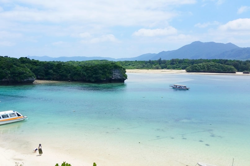 Backpacking Ishigaki Okinawa travel guide: Kabira bay - best views in Japan