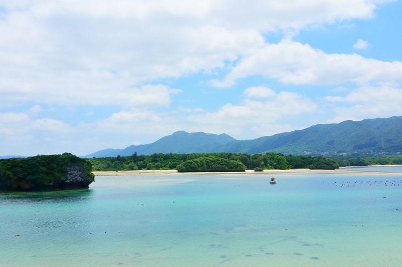 Kabira Bay, Ishigaki. Best things to do at Kabira Bay, Yaeyama islands. Backpacking Okinawa Japan