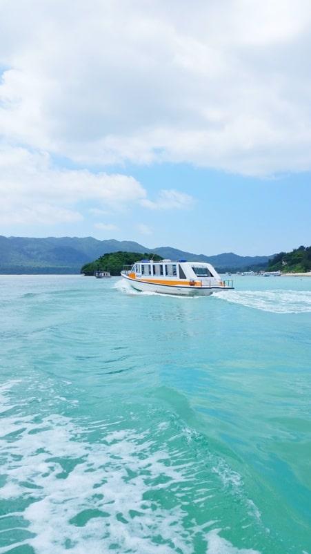 Kabira Bay boat ride tour with views. Backpacking Ishigaki Okinawa Japan