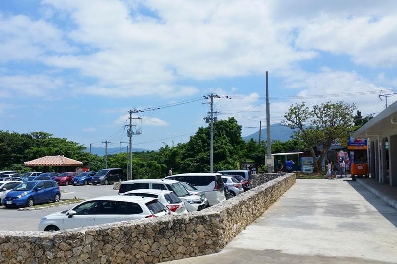 Kabira Bay parking lot near to buy glass bottom boat ride tickets. Backpacking Ishigaki Okinawa Japan