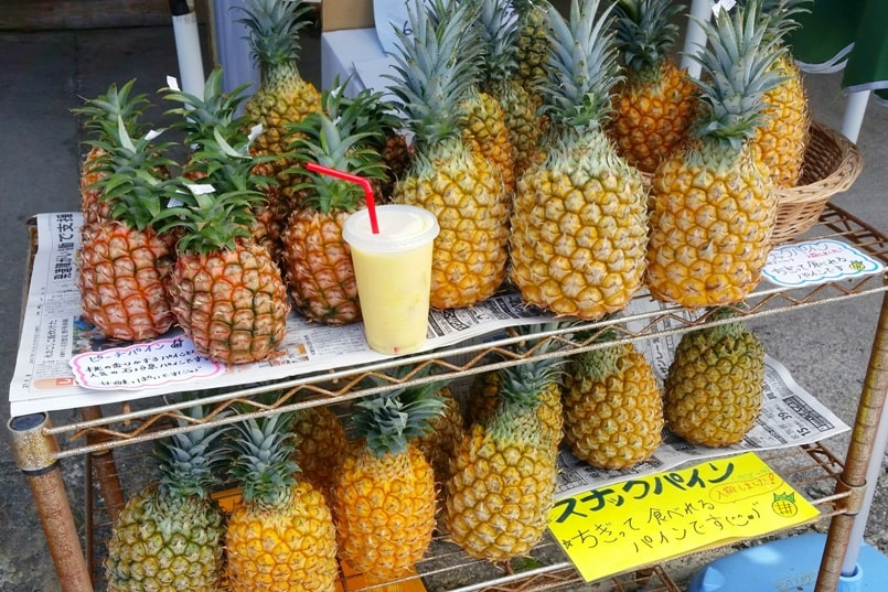 Kabira Bay - what to drink or eat at shop or restaurant - Ishigaki local tropical fruits smoothie. Backpacking Ishigaki Okinawa Japan