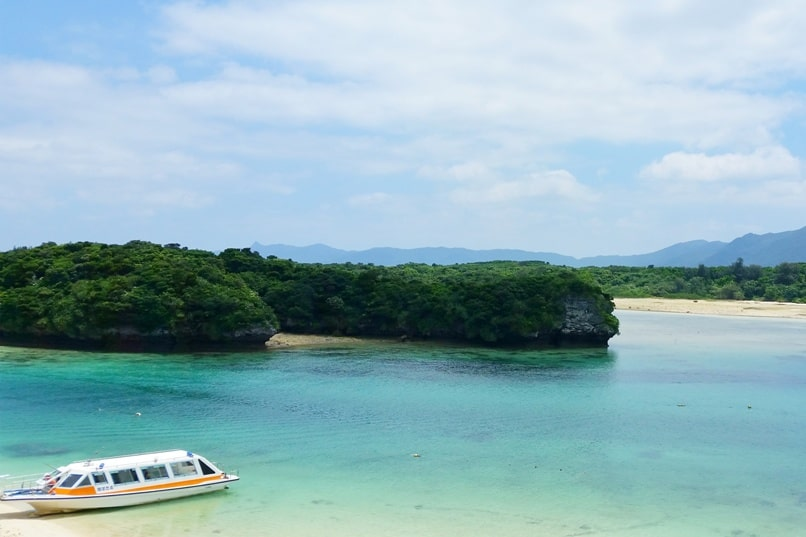 Kabira Bay, Ishigaki. Best things to do at Kabira Bay, Yaeyama islands. Backpacking Okinawa Japan travel blog