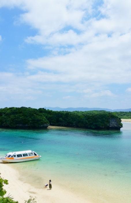 Kabira Bay best views in Ishigaki, Yaeyama islands. Backpacking Okinawa Japan