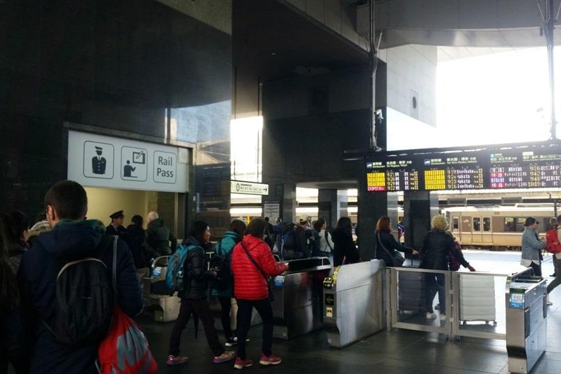 Kyoto to Kansai airport KIX train - can you use jr pass to take haruka limited express train to airport. Backpacking Kyoto Japan