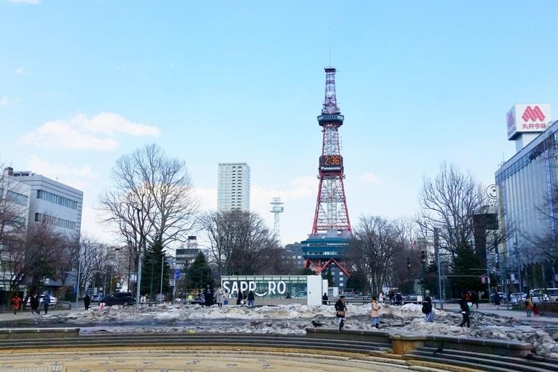 Sapporo to Noboribetsu. Things to do in Sapporo. Day trip to Noboribetsu onsen hot springs. Backpacking Hokkaido Japan