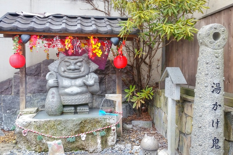 Sapporo to Noboribetsu. Day trip to Noboribetsu onsen and jigokudani hell valley, demon statues. Backpacking Hokkaido Japan