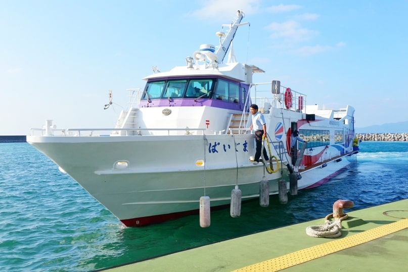 Taketomi Island day trip - best things to do in Taketomi - taketomi to ishigaki ferry around yaeyama islands. Backpacking Okinawa Japan