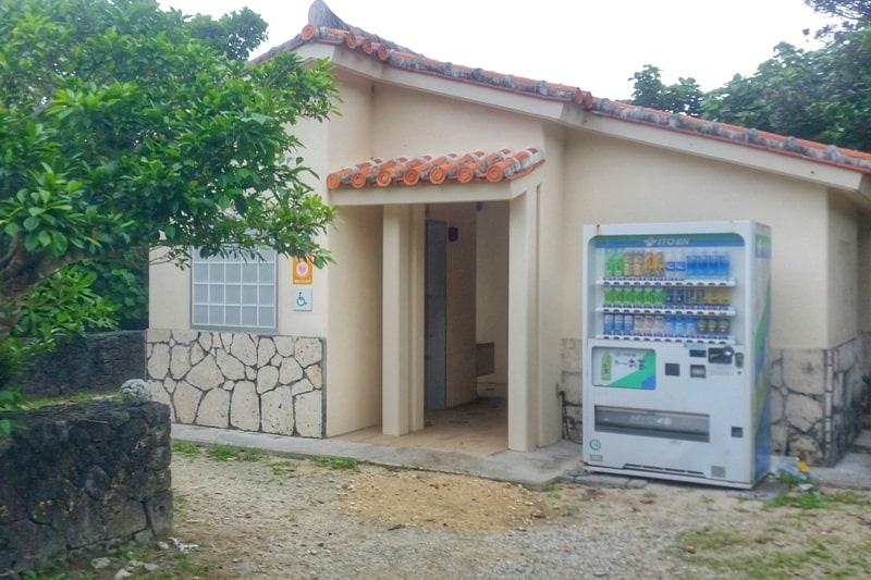 Beach facilities at Yonehara Beach - toilet, vending machines. Best snorkling spots in Ishigaki Okinawa. Backpacking Japan