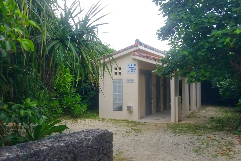 Beach facilities at Yonehara Beach - showers, changing room. Best snorkling spots in Ishigaki Okinawa. Backpacking Japan
