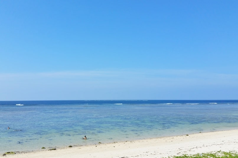 Yonehara Beach swimming. Best snorkling spots in Ishigaki Okinawa. Backpacking Japan