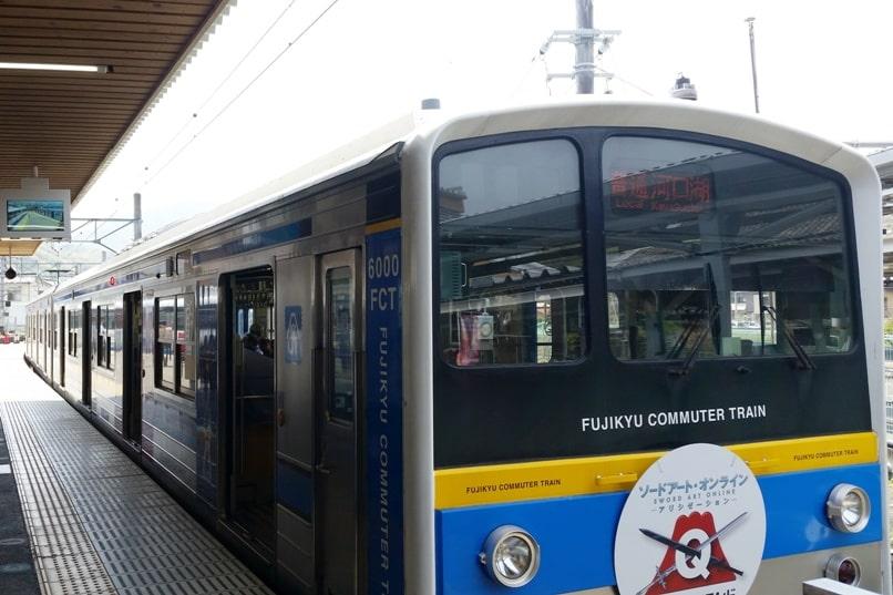 Tokyo to Chureito Pagoda. Otsuki to fujiyoshida to kawaguchiko train fujikyu commuter local train. Backpacking Tokyo Japan