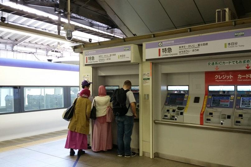 Tokyo to Chureito Pagoda. Shinjuku Tokyo to Otsuki train JR Azusa limited express, how to buy train tickets. Backpacking Tokyo Japan