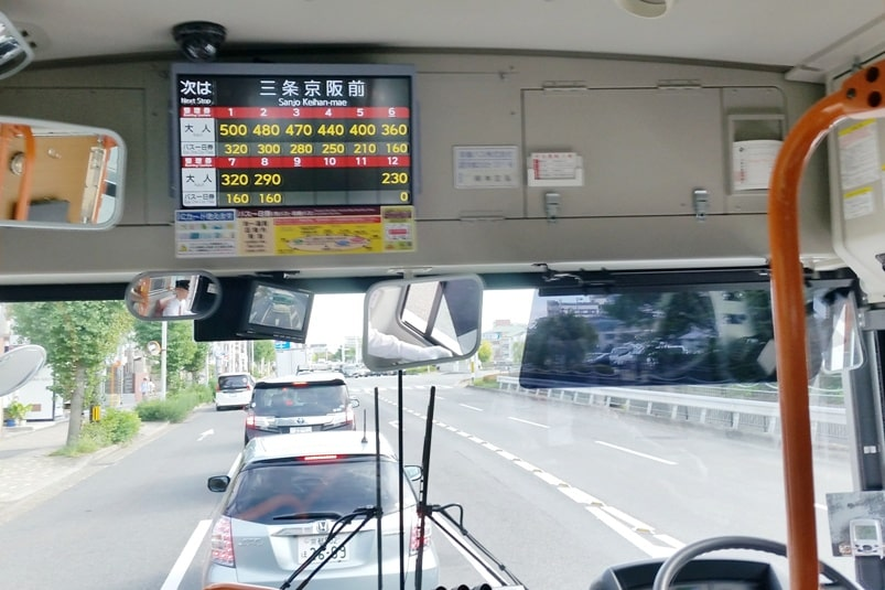 Getting around Kyoto by bus. how to take bus. kyoto bus fare. Backpacking Japan travel blog