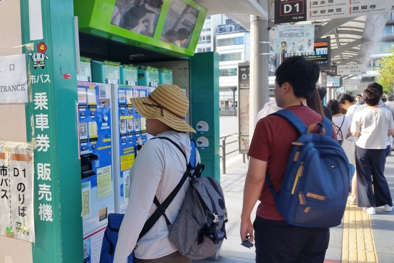 Where to buy kyoto bus pass. kyoto bus station ticket machine. Backpacking Japan travel blog