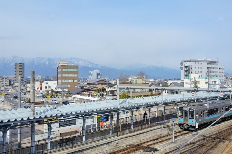 How to get from Hakuba to Takayama. Hakuba to Matsumoto train. Backpacking Japan travel blog