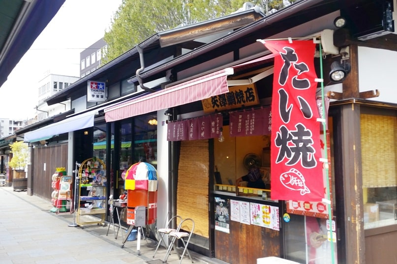 How to get from Hakuba to Takayama. Matsumoto walking tour for food japanese street snacks. Backpacking Japan travel blog