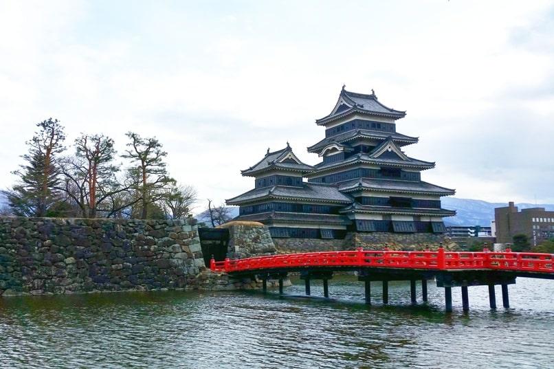 Matsumoto bus terminal to Matsutomo Castle. Backpacking japan travel blog