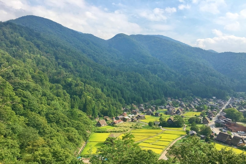 Matsumoto to Takayama bus. Day trip from Takayama to shirakawago in summer. Backpacking japan travel blog