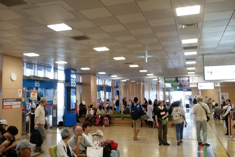 Tokyo to Nagano bus from Shinjuku expressway bus terminal. Backpacking Japan travel blog
