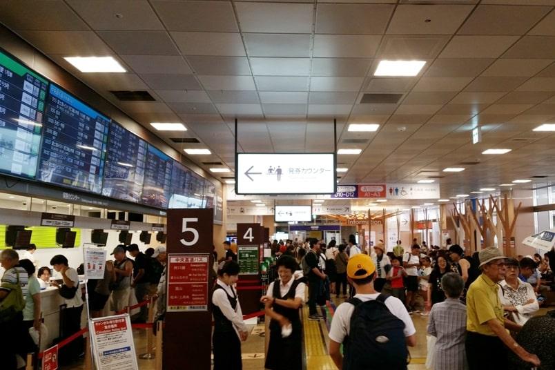 Tokyo to Nagano bus from Shinjuku expressway bus terminal. how to buy tickets. Backpacking Japan travel blog