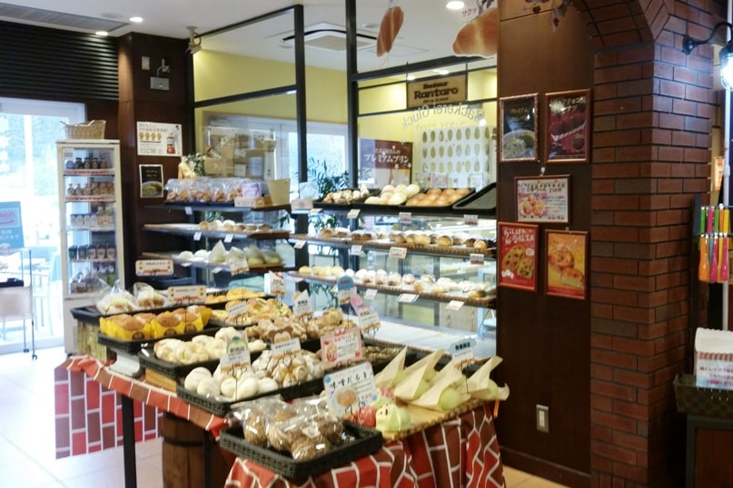 Tokyo to Nagano bus ride. rest area timing. bakery. Backpacking Japan travel blog
