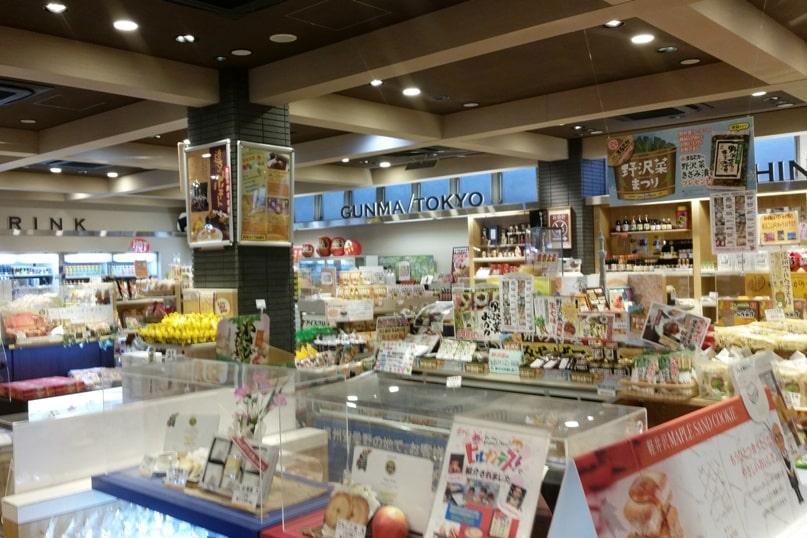 Tokyo to Nagano bus ride. rest area timing. gift shop. Backpacking Japan travel blog