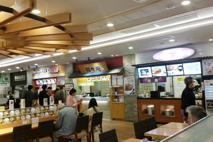 Tokyo to Nagano bus ride. rest area timing. vending machine restaurant. Backpacking Japan travel blog