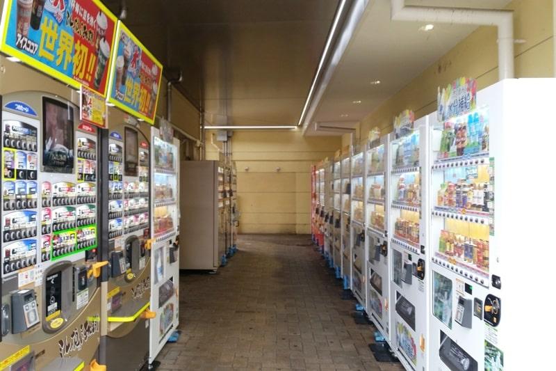 Tokyo to Nagano bus ride. rest area timing. vending machines. Backpacking Japan travel blog