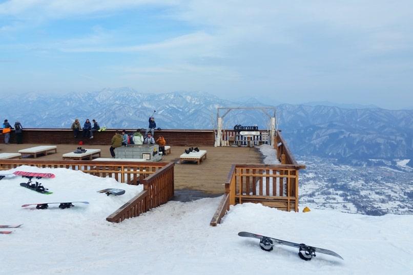 10 days in Japan winter itinerary. Best ski resorts in Japan. Best snowboarding in Japan. Backpacking Japan winter travel blog