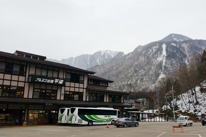 10 days in Japan winter itinerary. Getting around Japan in winter. Takayama, Hida Valley, Japanese Alps. nohi bus. Backpacking Japan winter travel blog