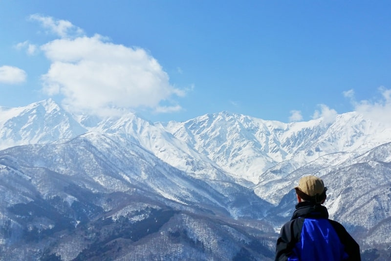 10 days in Japan winter itinerary from Tokyo. Nagano, Hakuba, Takayama, Japanese alps. Best places to visit winter in Japan cities. Best things to do. Getting around Japan by bus and train. Backpacking Japan winter travel blog
