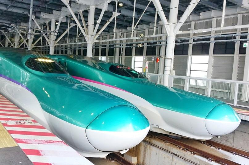 Hokkaido Japan winter itinerary with 7-day JR pass. Tokyo to Hokkaido shinkansen bullet train. Hokkaido to Tokyo Hokkaido shinkansen bullet train. Tokyo to Sapporo. Tokyo to Hakodate. 1 week in Hokkaido. 14-day JR pass, 21-day JR pass. Backpacking Japan winter travel blog