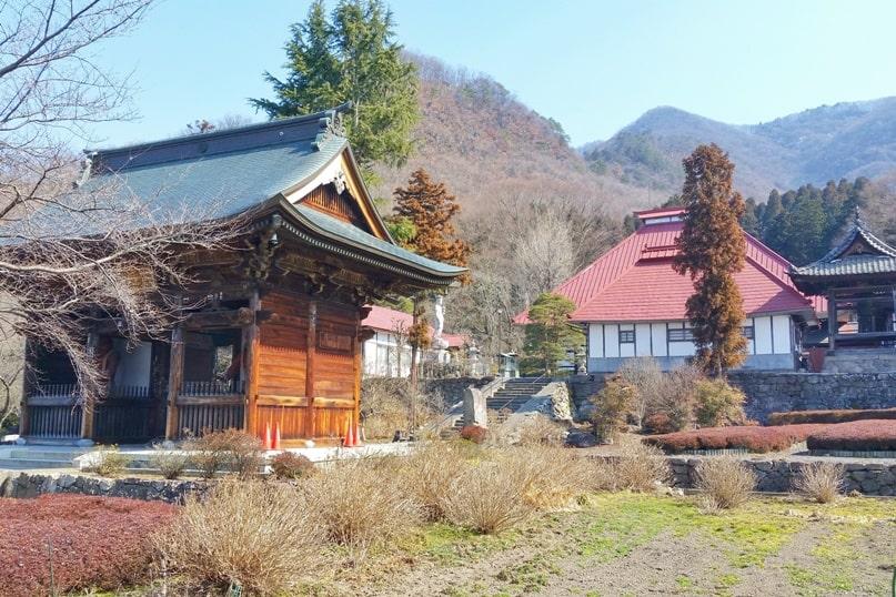 Obuse temples walk near Karitasan mountain park. Nagano. Backpacking Japan travel blog