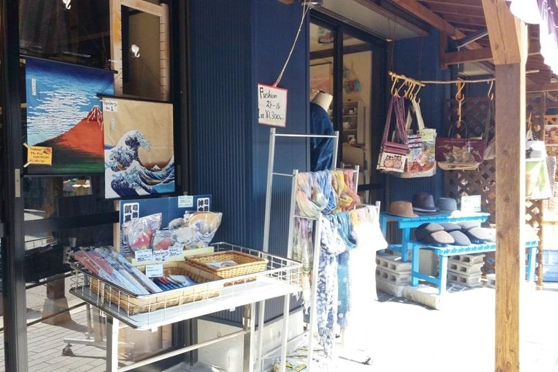 Obuse in Nagano. hokusai painting shop. town street walk. Backpacking Japan travel blog