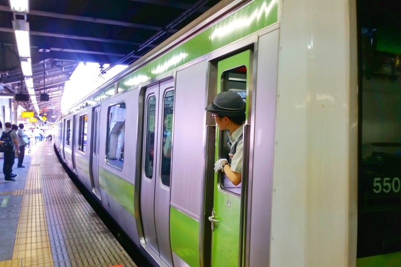 PASMO card in Tokyo. How to use icoca card for train tickets in Tokyo. Backpacking Japan travel blog.