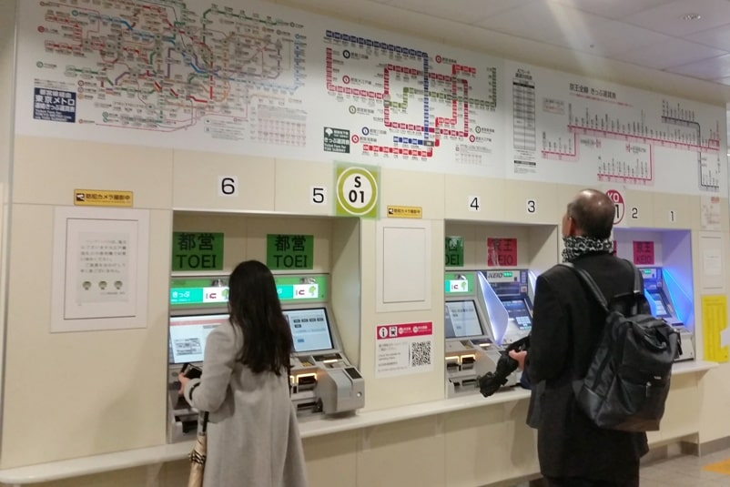 PASMO card in Tokyo. How to buy train tickets. Backpacking Japan