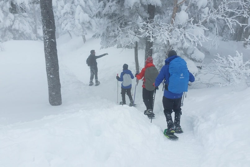 Best things to do in Japanese alps in winter in cloudy weather or bad weather. winter backpacking hiking trails and snowshoeing from shinhotaka ropeway. Day trip from Takayama. Backpacking Japan winter travel blog