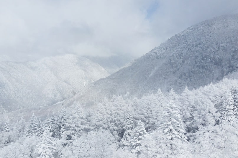 Best things to do in Japanese alps in winter in cloudy weather or bad weather. ropeway cable car ride. Day trip from Takayama. Backpacking Japan winter travel blog