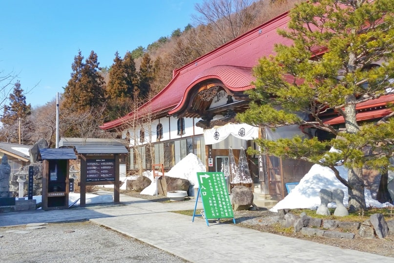 Walk to get from Jigokudani monkey park to Shibu Onsen to Yudanaka Station. issa walking course. 2 day Nagano winter itinerary with snow monkey pass. Backpacking Japan travel blog